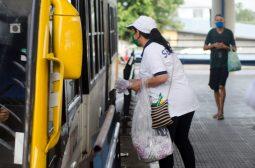Em uma hora, Sejusc distribui 10 mil máscaras nos cinco terminais de Manaus