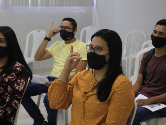 Servidores da Sejusc recebem oficina básica de língua de sinais