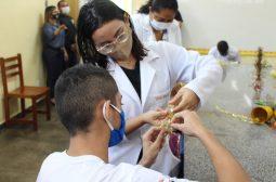 Adolescentes de centro socioeducativo da Sejusc produzem peças natalinas para serem vendidas