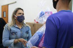 Adolescentes do sistema socioeducativo do AM ajudam a montar kits de higiene para pessoas em vulnerabilidade social