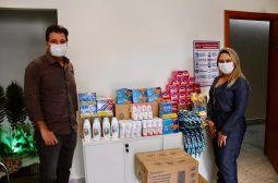 Rede de supermercado doa 150 kits de higiene para a Sejusc, destinados à população em situação de rua