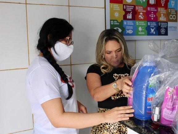Sejusc entrega kits de higiene e cestas básicas para ajudar crianças órfãs da Covid-19