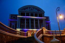 Ação da Sejusc ilumina o Teatro Amazonas em homenagem ao Dia Internacional da Síndrome de Down