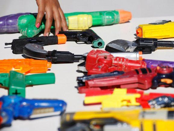 Sejusc alerta sobre os riscos do uso de armas de brinquedo, no Dia do Desarmamento Infantil