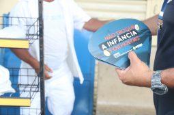 Sejusc intensifica campanha 'Não troque a infância por moedas' nos shoppings e terminais de ônibus